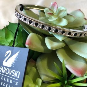 NWT Swarovski Stamped Bangle Bracelet w/ Hinge